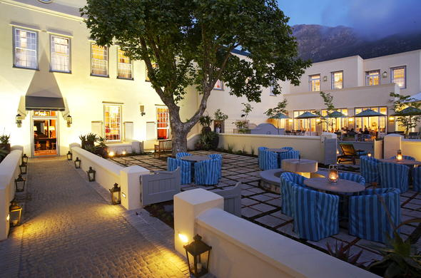 Alfresco dining at Hout Bay Manor.