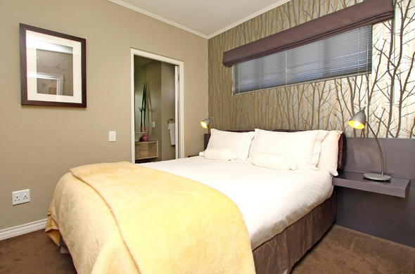 The Hyde Hotel offers Deluxe Suite accommodation.