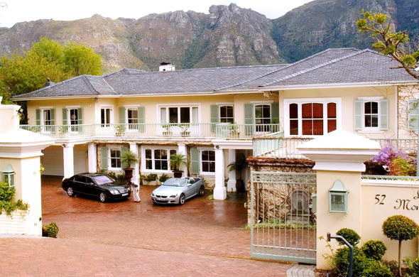 Exterior of La Montagne luxury villa located in Bishops Court, Cape Town.
