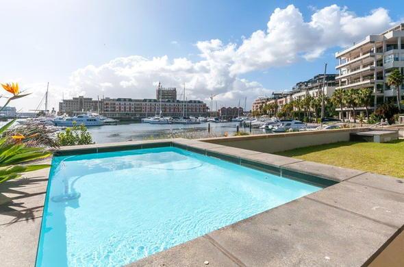 Enjoy A Refreshing Swim At Mountain Marina Luxury Apartment