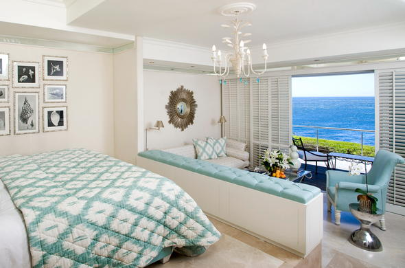 View of the Superior sea facing room with sunken lounge.
