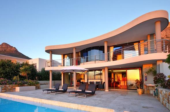 Wescamp Villa in Camps Bay is a luxury villa rental in Cape Town.
